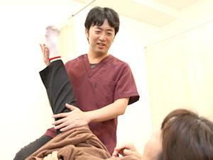 骨盤矯正の施術イメージ 武蔵野台駅前整骨院